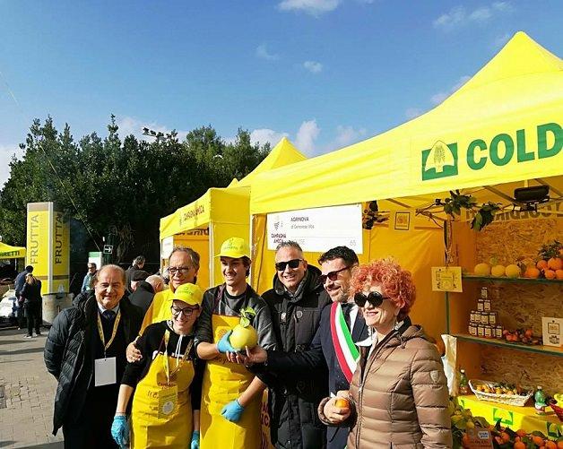 Napoli – Villaggio contadino della Coldiretti sul lungomare Caracciolo, visita agli stand delle aziende agricole molisane. Orgoglio della nostra terra!
