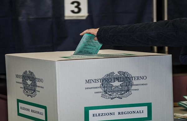 Rinvio data elezioni. Frattura approva la legge elettorale in ritardo e poi se ne fa scudo per rinviare la data del voto.