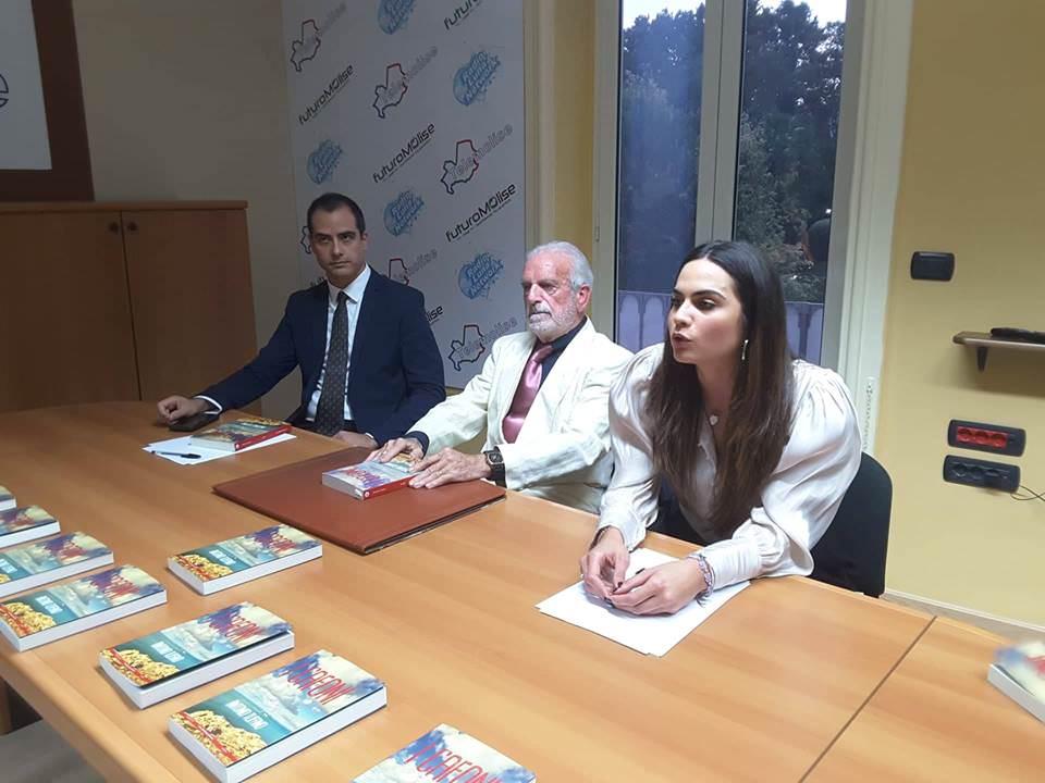 """Venafro – Sala gremita per la presentazione del libro """"I CAFONI"""" di Antonio Tufano"""